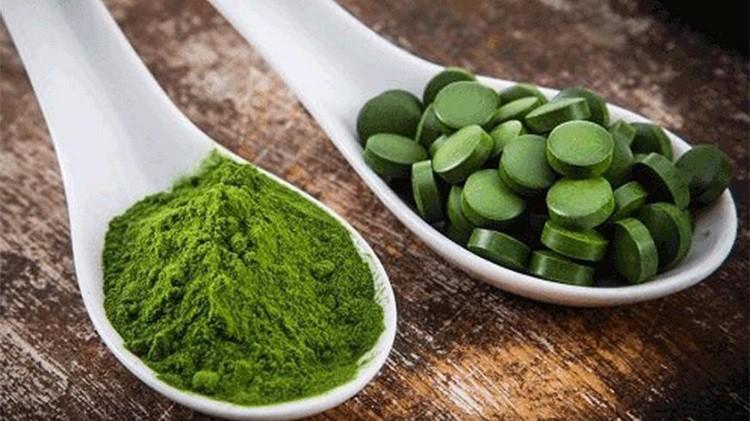 Cách dùng viên tảo xoắn đắp mặt chuẩn như spa