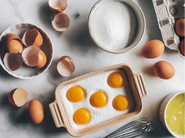 Trứng gà và muối biển