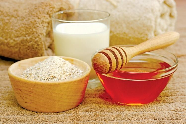 Bột yến mạch, mật ong và sữa chua