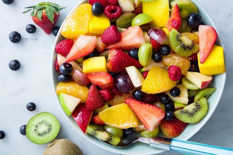 bệnh Gout nên ăn nhiều hoa quả tươi, uống nhiều nước
