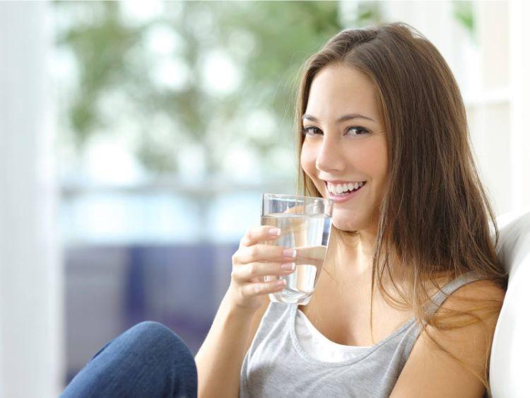 Uống đủ nước mỗi ngày tăng cường chức năng thận