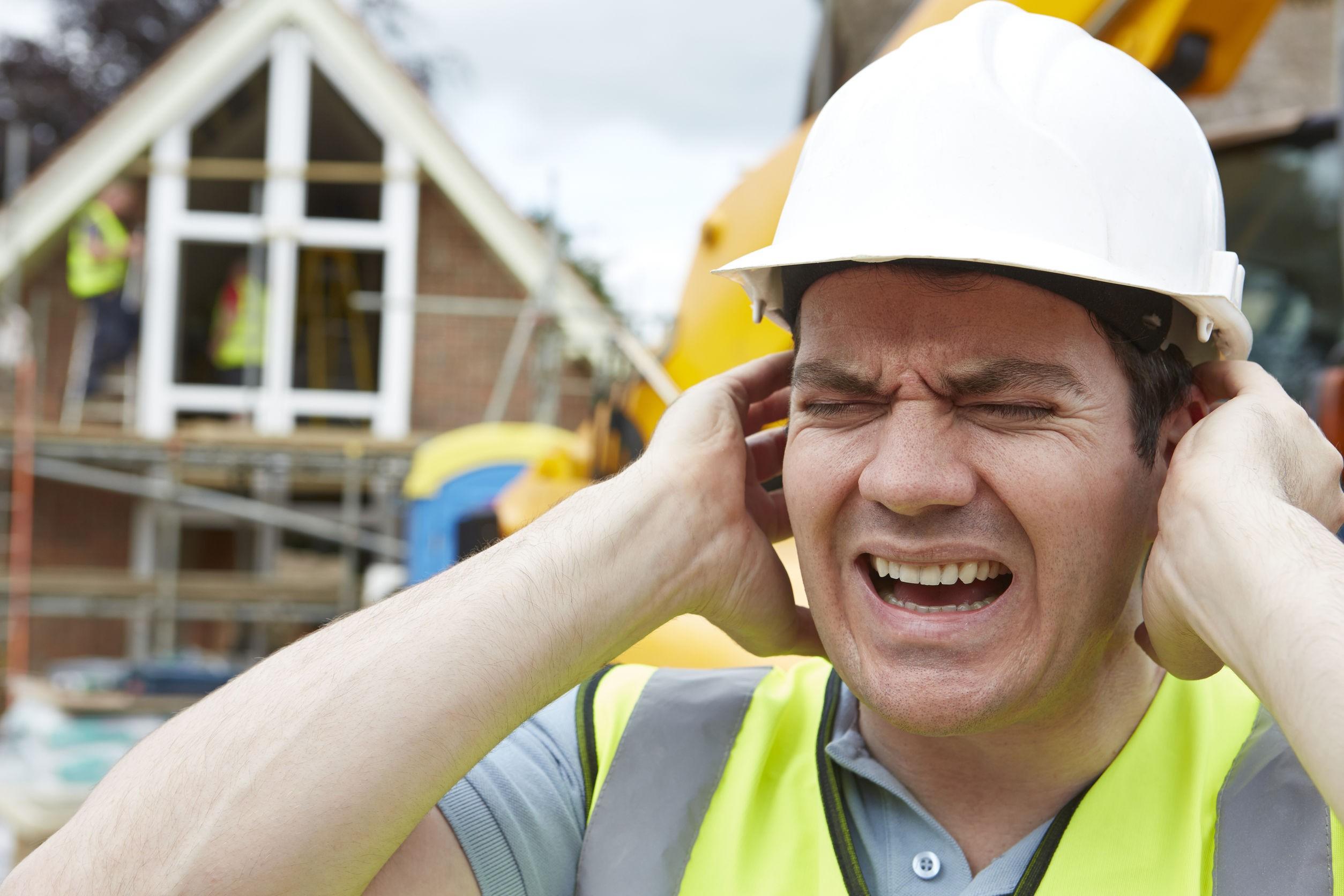 Thường xuyên sinh sống và làm việc trong môi trường ồn ào