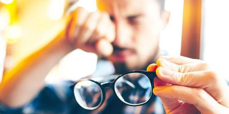 Bảo vệ mắt khỏi những thói quen gây hại