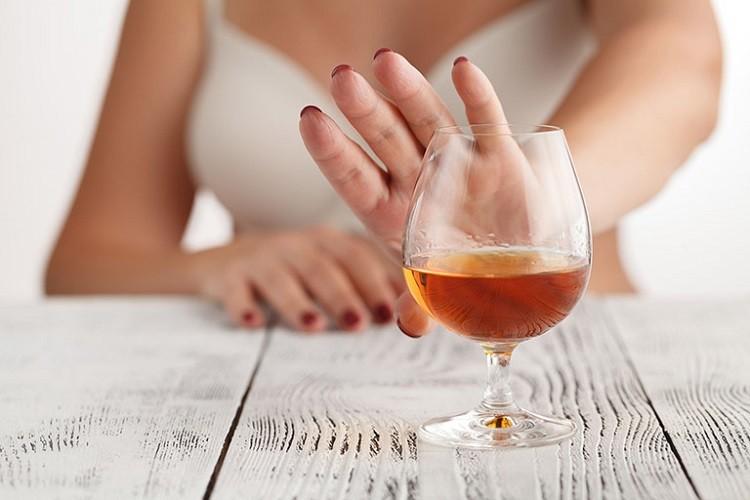Tránh xa các loại rượu, bia, đồ uống có cồn
