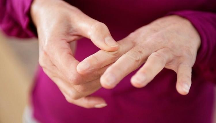bệnh cường giáp điều trị bao lâu, bệnh cường giáp có chữa khỏi được không, bệnh cường tuyến giáp là gì, bệnh cường giáp có nguy hiểm, dấu hiệu của bệnh cường giáp, nguyên nhân bị cường giáp